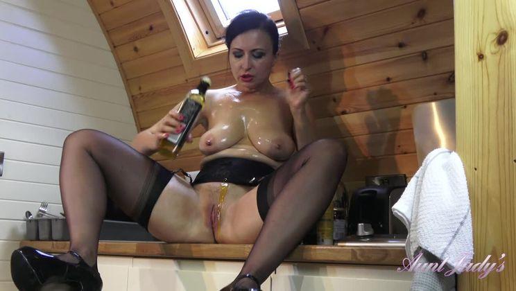 Wanilianna Upskirt Stockings Kitchen Messy Masturbation