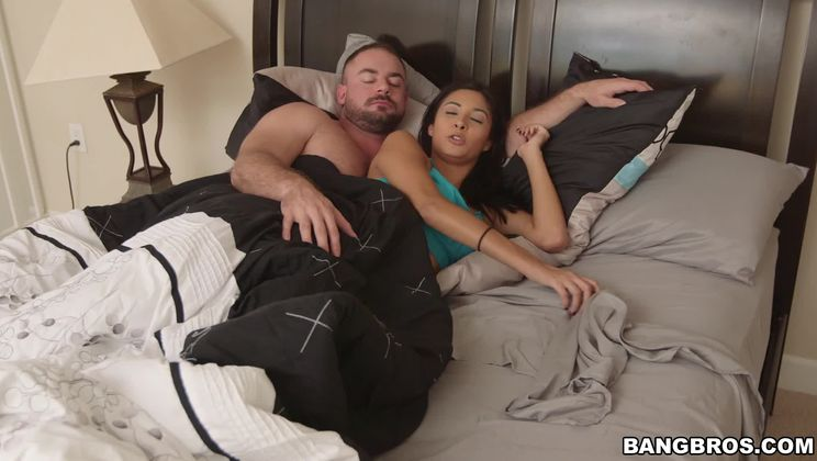 Stepdaughter sees her stepdad's dick