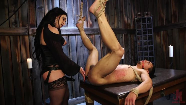Fresh Meat: Lea Lexis takes new sub for a test drive!