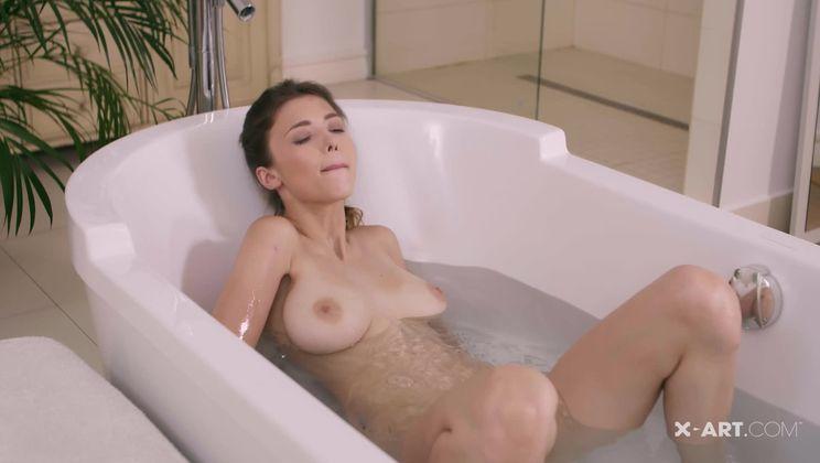 Milla's Steamy Morning Orgasm
