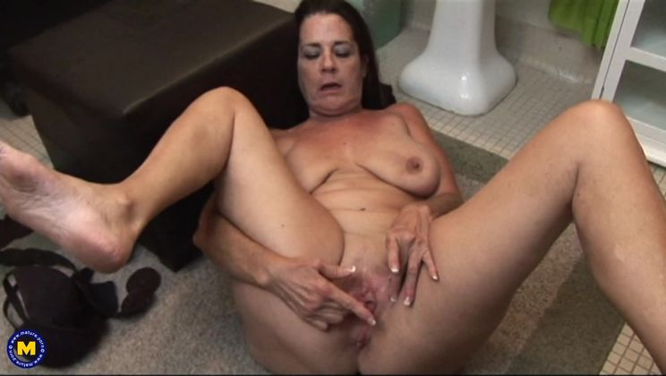 Fat girl fingering herself porn pics, chubby sex galery