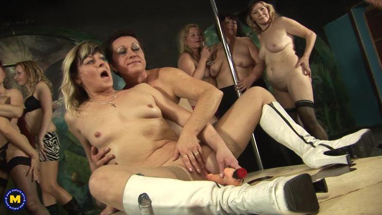 An all women sexparty gangbang