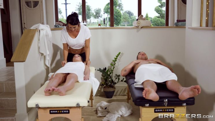 Massage A Trois