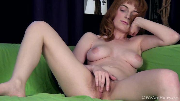 On her green chair, Lola Gatsby masturbates nicely