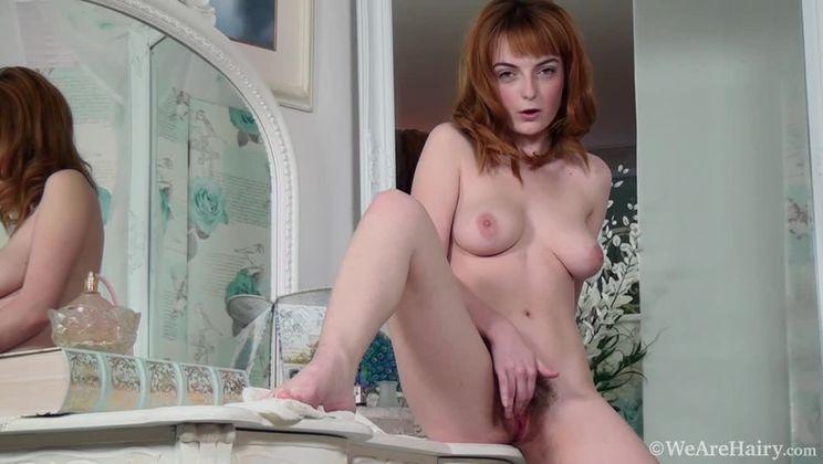 Lola Gatsby gets ready for work but masturbates