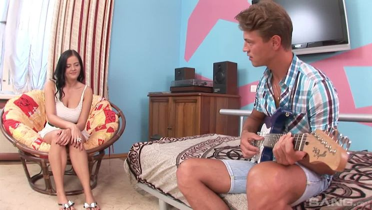 Candy Alexa gets horny when he plays guitar so she lets him fuck her ass!