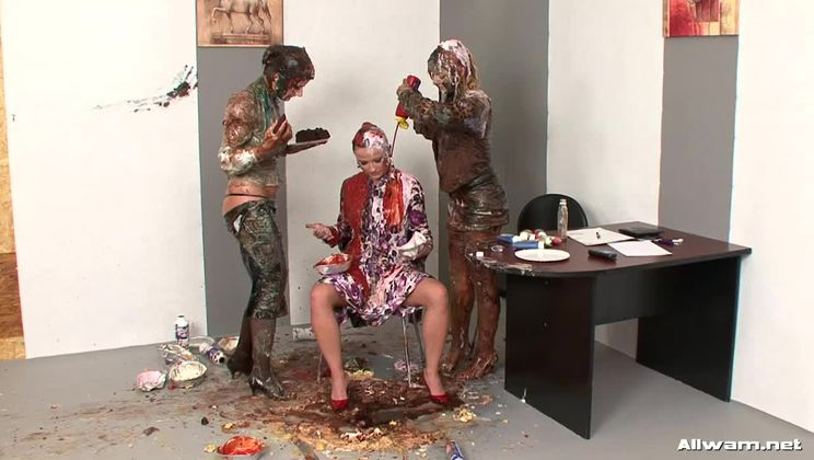 Business Babes Take Mess To The Next Level!