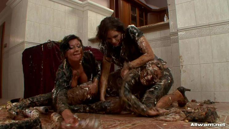Hot And Messy Mamas