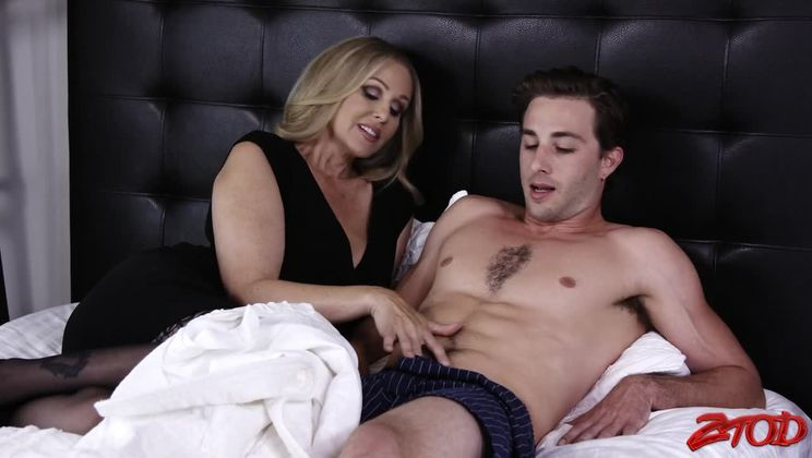 Blonde Julia Ann Gets Her Pussy Licked and Fucked