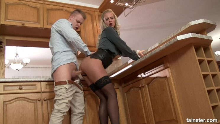 Blonde Nathaly returns the favor