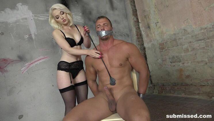 Blonde Lovita Fate incharge