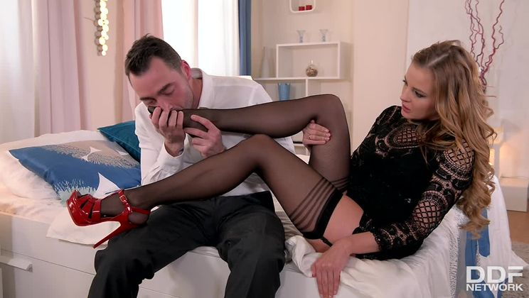 Sexy Feet To Fuck: Russian Bombshell's Toes Covered in Cum
