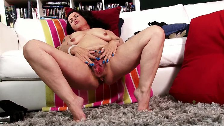 Mature hairy honey Nina Swiss