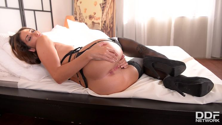 French Stunner's Solo Sexcapade