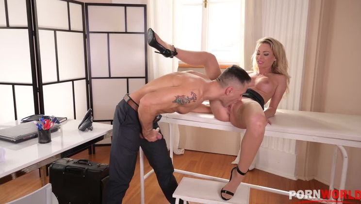 Australian pornstar Isabelle Deltore goes in for hardcore anal sex therapy GP1324